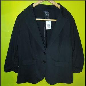 Torrid suit jacket NWT size 3 Black blazer